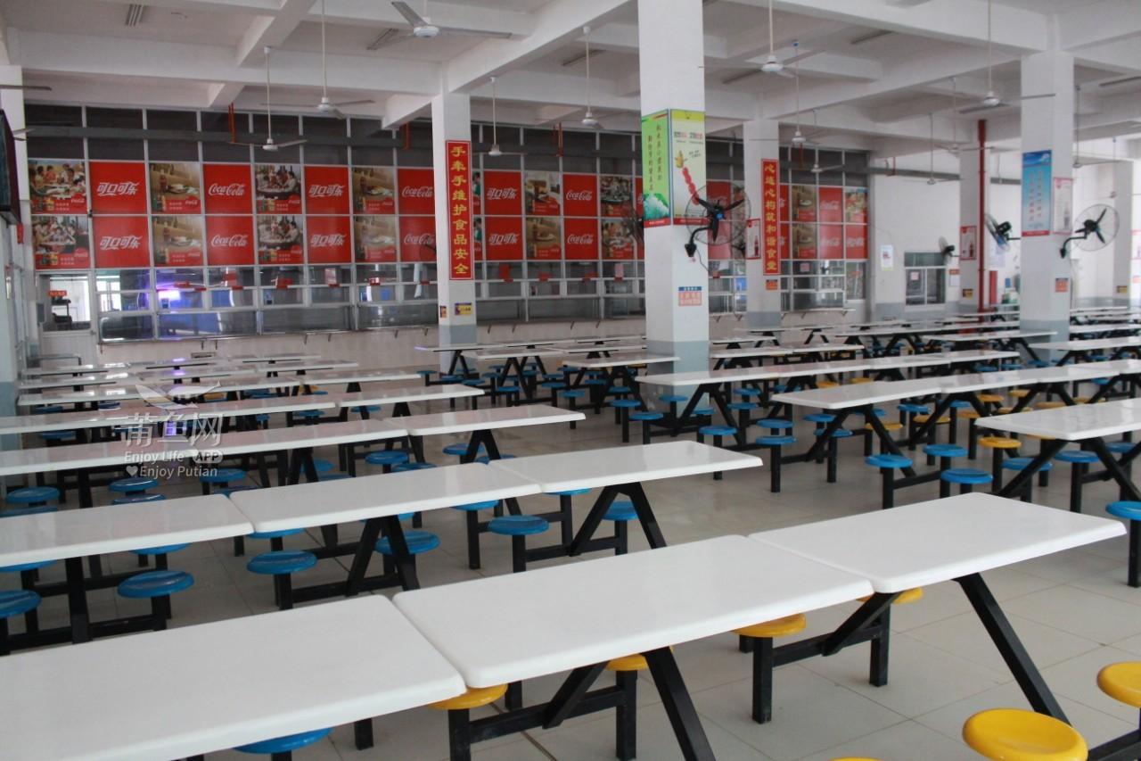 学生食堂.JPG