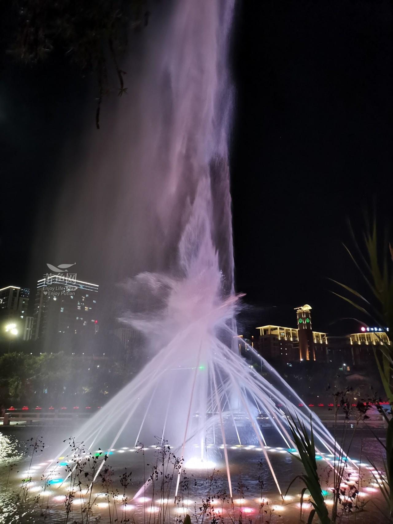 南湖喷泉 (4).jpg